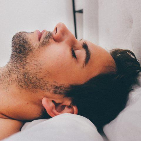 Dalla musica all'operazione al naso tutti i modi per smettere di russare - da Repubblica il Venerdì 2